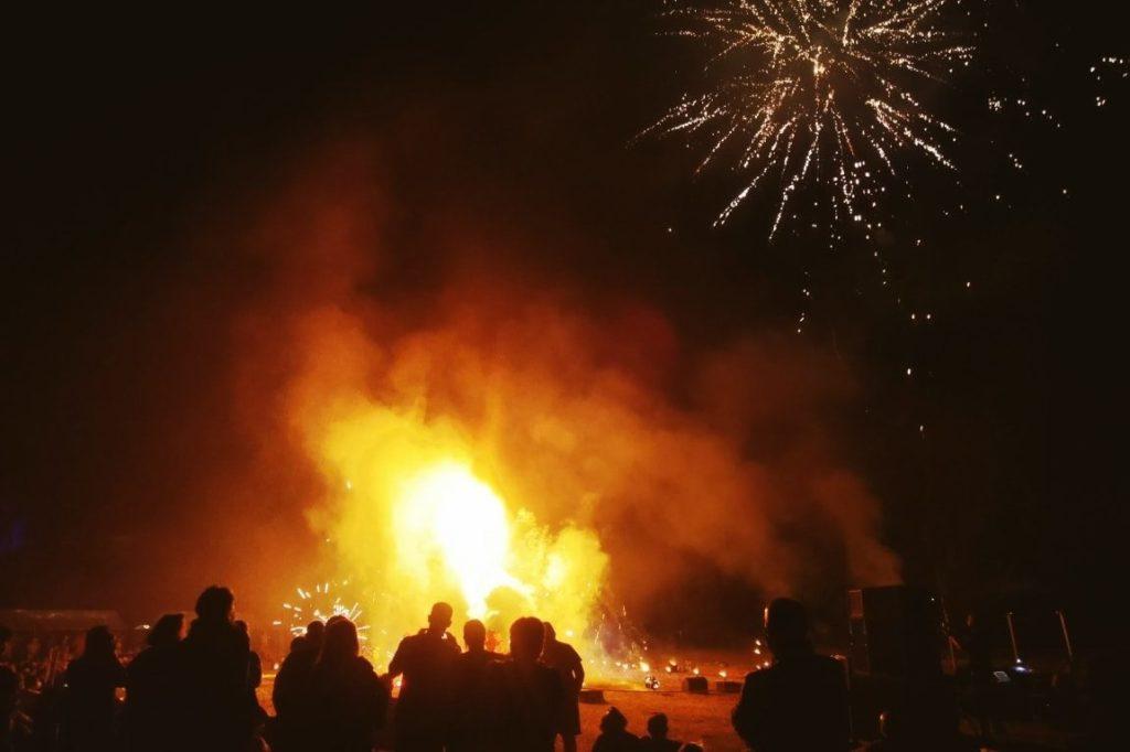 Spectacle de lumière et de feu en clôture du festival Drôles de rues